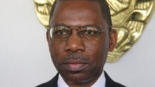 Gabriel Muthissse, ministro moçambicano dos transportes e membro da delegação governamental nas negociações com a Renamo