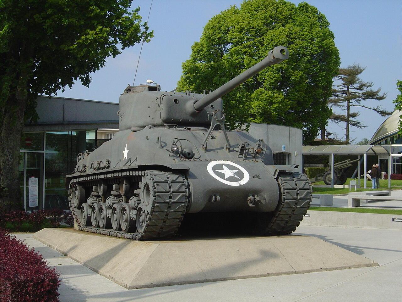 Танк в Музее парашютно-десантных войск городка Сент-Мер-Эглиз