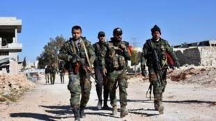 Lực lượng thân chính phủ Syria ở miền đông Aleppo, gần khu phố Massaken Hanano, ngày 23/11/2016.