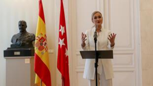 La líder conservadora anunció su dimisión el 25 de abril, asegurando que ya tenía previsto hacerlo el 2 de mayo tras las celebraciones de la fiesta regional de Madrid.