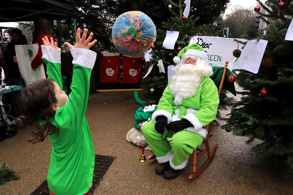 Trẻ em Ailen gửi lời ước đến Thượng đỉnh Khí hậu qua ông già Noel Xanh. Ảnh minh họa