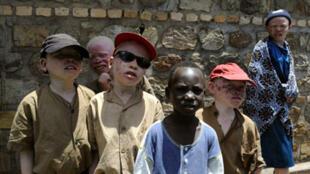 Jeunes enfants burundais à la Maison des Albinos à Ruyigi, le 27 février 2009.