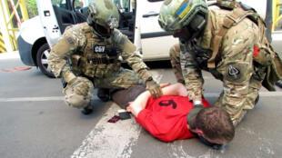 An ninh Ukraina, ngày 06/06, bắt giữ một người Pháp bị nghi ngờ chuẩn bị khủng bố tại Pháp trong dịp Euro 2016
