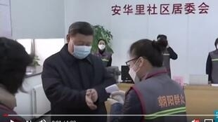 中国主席要带头在进入医院前让测体温