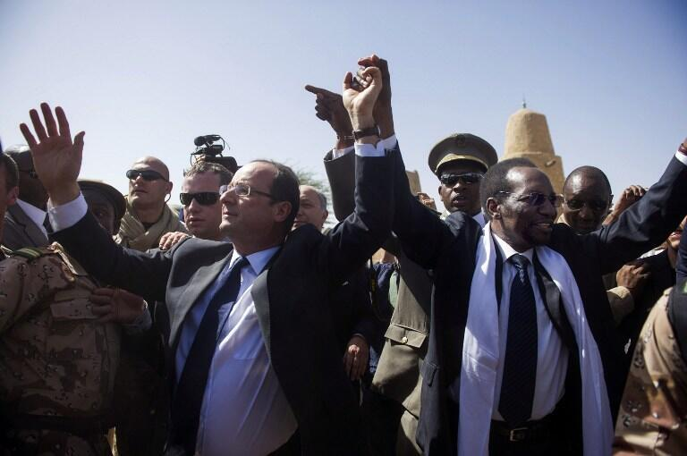 François Hollande and Dioncounda Traoré in Timbuktu