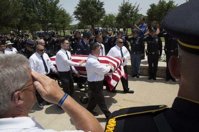 Đám tang cử hành ngày 16/07/2016 của một trong những cảnh sát bị sát hại trong vụ xả súng tại Dallas, Texas.