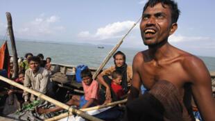 Myanmar's Muslim Rohingya people on a boat cross the river Naf, from Myanmar into Bangladesh, in Teknaf, 11 June 2012