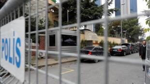 Devant les grilles du consulat d'Arabie saoudite à Istanbul, le 21 octobre.