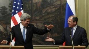 Mawaziri wa mambo ya nje wa Marekani John Kerry na wa Urusi Sergei Lavrov