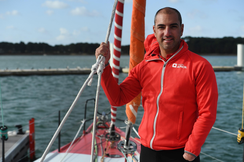 Le skipper français Damien Seguin, à bord de son monocoque Imoca, Groupe Apicil, à Lorient le 25 septembre 2020
