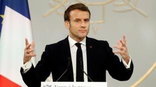 Emmanuel Macron apresentou à imprensa cumprimentos de Ano Novo em Paris a 15 de Janeiro de 2020.