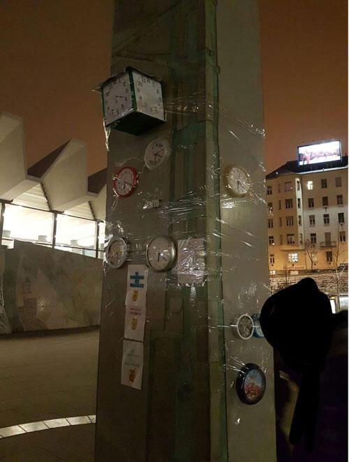 Réparée, mais qui ne marche jamais, l'horloge de Budapest fait des petits. La façon des Hongrois de protester.