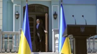 Thủ tướng Ukraina Arseni Iatseniouk tại hội nghị Kiev - REUTERS /Andrew Kravchenko