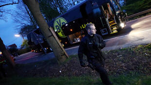 Полицейский у автобуса дортмундской «Боруссии»