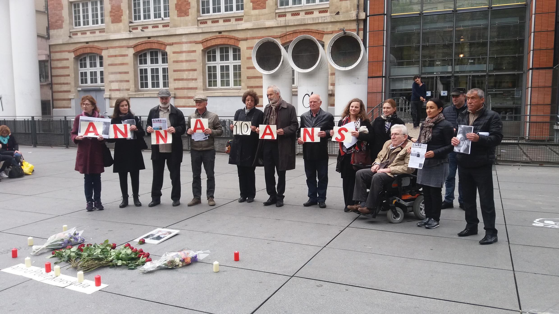 Акция памяти Анны Политковской у музея Помпиду в Париже, 7 октября 2016 г.