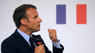 Президент Франции Эмманюэль Макрон считает, что для решения проблем неблагополучных районов «плановый» метод устарел
