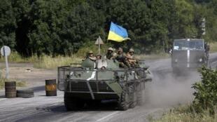 Украинские военные близ Дебальцово, Донбасс, 03/08/2014.