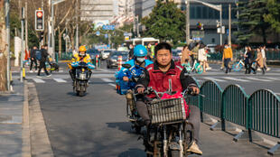 Chine - coursiers - Shanghai - vélo électrique - GettyImages-1231728757