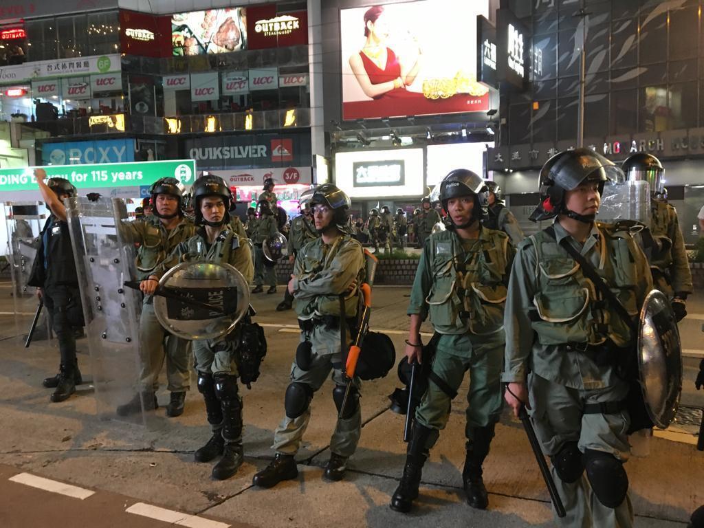 Cảnh sát sẵn sàng can thiệp giải tán người biểu tình, Hồng Kông, ngày 08/09/2019.