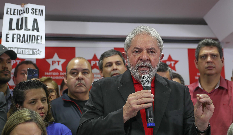 Ex-presidente Lula dá entrevista coletiva na sede do PT Nacional, em São Paulo. 13/07/17
