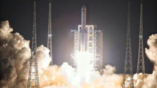 2016年11月3日中國發射長征5號