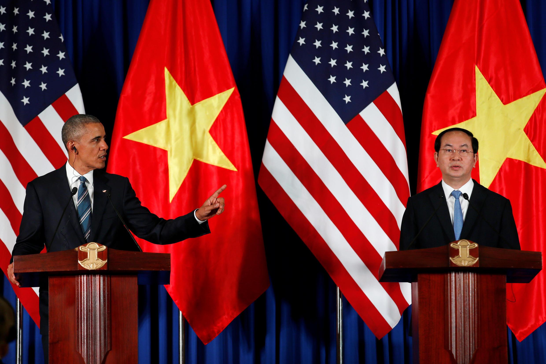 Chủ tịch nước Việt Nam Trần Đại Quang và tổng thống Mỹ Barack Obama họp báo tại phủ Chủ tịch, ngày 23/05/2016.