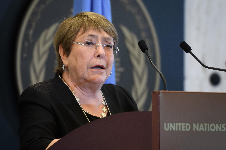 "Michelle Bachelet disse que ""o Alto Comissariado não pode simplesmente negar o fato que Alexeï Navalny foi envenenado"
