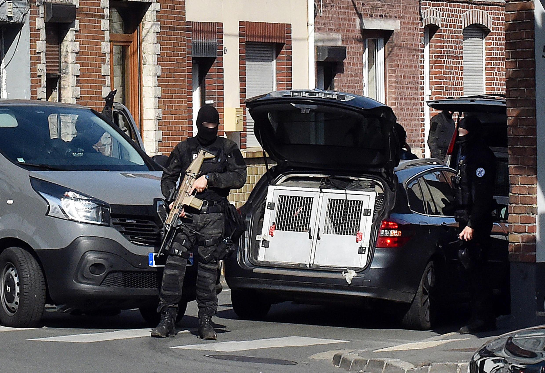 Сотрудники DGSI (французской внутренней разведки) и антитеррористического отдела полиции
