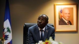 En attendant qu'un président provisoire soit trouvé, c'est le Premier ministre Evans Paul qui tient les rênes d'Haïti.