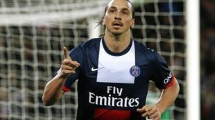 Com dois gols do centroavante Ibrahimovic, o PSG venceu o Saint-Etienne por 2 a 0 neste domingo, no Parque dos Príncipes.