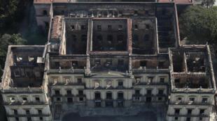 Imagem aérea do Museu Nacional do Rio de Janeiro, destruídos pelas chamas
