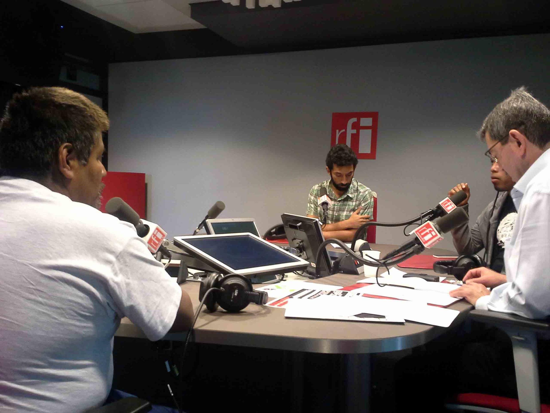 Miembros de la' Eurocaravana 43' en los estudios de RFI.