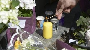 Tributes to victims outside Jewish Museum in Brussels, 25 May.