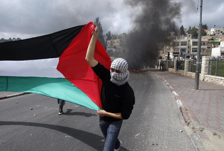 Thanh niên Palestin trên đường phố Đông Jerusalem