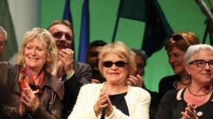 La candidate  écologiste à la présidentielle Eva Joly en meeting près dentes, le 4 avril 2012.