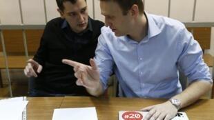 Oleg (e) e o irmão, Alexei Navalny, saberão o veredicto da justiça no dia 15 de janeiro, para quando estava marcada a manifestação.