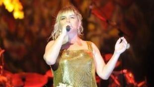 Sezen Aksu en concert en Turquie en 2012.