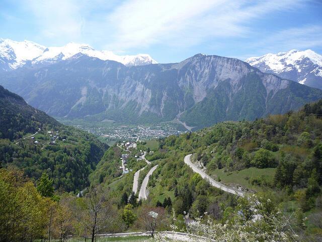 Cidade de Alpe d'Huez, destino final dos ciclistas amadores da Etapa da Volta.
