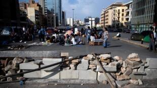 Les manifestants continuent de bloquer les routes. Ici, au centre-ville de Beyrouth, ce lundi 28 octobre 2019.