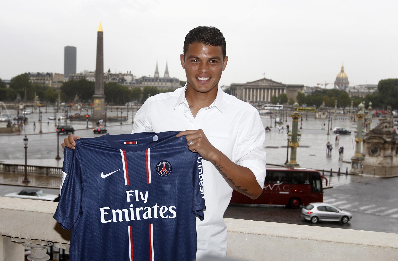 O brasileiro Thiago Silva deve estrear como titular do Paris Saint-Germain no jogo desta terça-feira pela Liga dos Campeões.