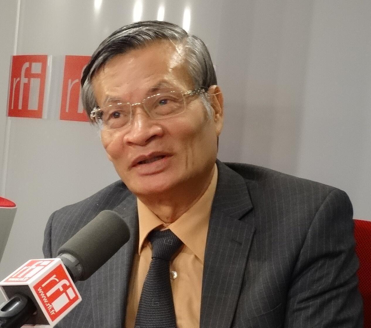TS Nguyễn Quang A trả lời phỏng vấn tại studio RFI ngày 28/10/2015.
