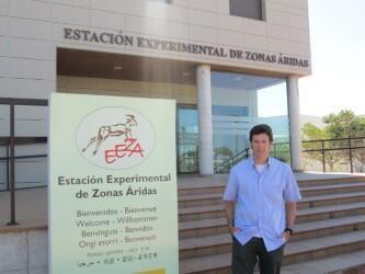 El Dr. Jaime Martínez Valderrama en la Estación Experimental de Zonas Áridas del CSIC, en Almería, España. Abril de 2017.