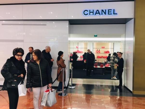 Chanel cũng lâm cảnh vắng vẻ! Ảnh chụp ngày 17/02/2020.