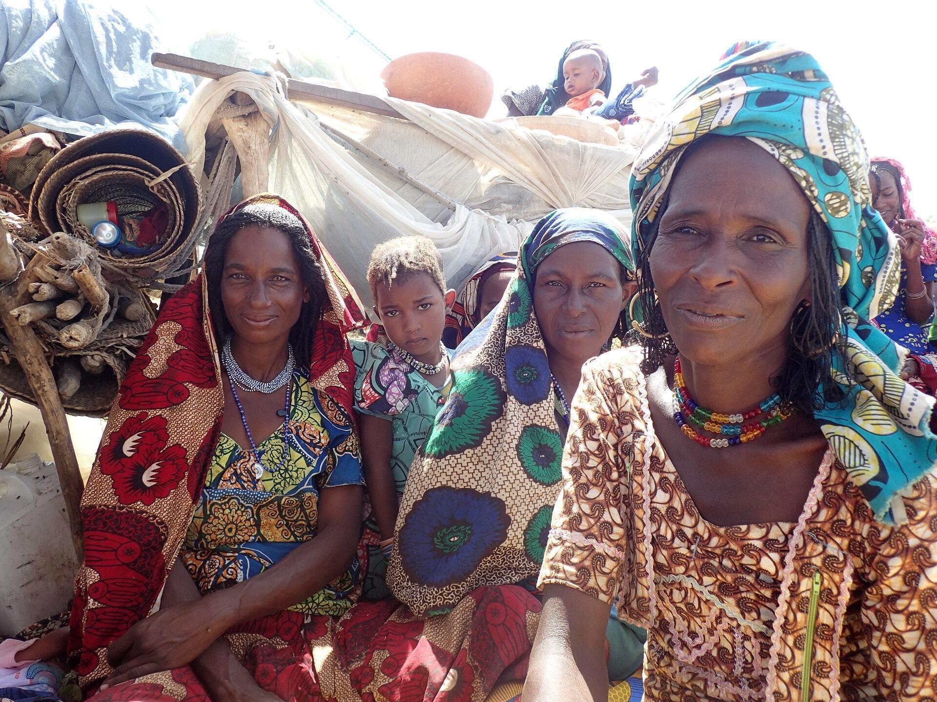Femmes Peuls M'Bororo  en transhumance vers le lac Tchad
