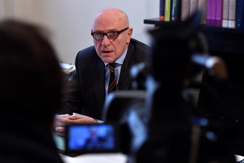 Paul Bekaert, défenseur belge de Carles Puigdemont, dans son bureau à Tielt, en Belgique, lors d'une interview le 31 octobre 2017.