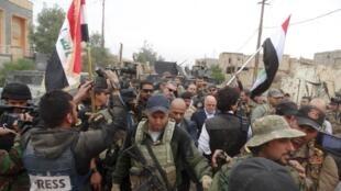 Waziri Mkuu wa Iraq Haidar al-Abadi katika mji wa Ramadi, Aprili 29, 2015.