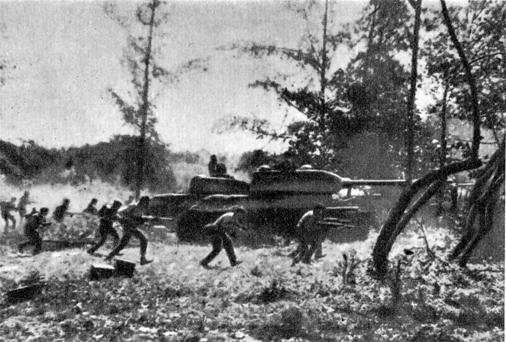 Counter-attack by Cuban Revolutionary Armed Forces supported by T-34 tanks near Playa Giron during the Bay of Pigs invasion, 19 April 1961.