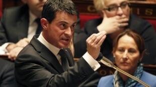 Premiê francês adverte para risco de ataques com armas químicas e bacteriológicas