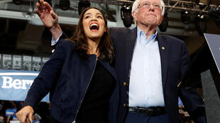 Bernie Sanders aux côtés d'Alexandria Ocasio-Cortez le 10 février 2020 à Durham dans le New Hampshire.