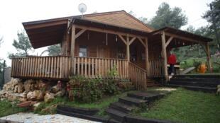 Airbnb na Cisjordânia: a cabana de madeira está localizada no assentamento judeu de Dolev.